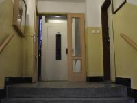 vchod do domu - Prodej bytu 2+1 v osobním vlastnictví 54 m², Praha 9 - Hloubětín