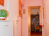 pohled z chodby do obývacího pokoje - Prodej bytu 2+1 v osobním vlastnictví 54 m², Praha 9 - Hloubětín
