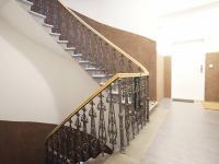 chodba v domě (Pronájem bytu 2+kk v osobním vlastnictví 52 m², Praha 5 - Smíchov)