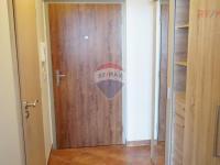 předsíň (Pronájem bytu 1+kk v osobním vlastnictví 32 m², Praha 10 - Horní Měcholupy)