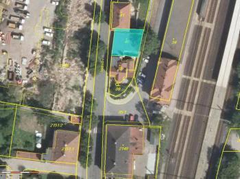 objekt je situován v dolní části Roztok, v blízkosti nádraží - Prodej komerčního objektu 223 m², Roztoky