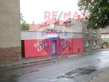 je možno obnovit výlohy do ulice - Prodej komerčního objektu 223 m², Roztoky