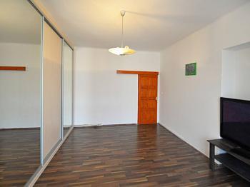 Pokoj 1 - Prodej bytu 2+1 v osobním vlastnictví 68 m², Praha 7 - Holešovice