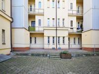 Dvorek mezi budovami - Prodej bytu 2+1 v osobním vlastnictví 68 m², Praha 7 - Holešovice