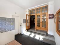 Vchod - Prodej bytu 2+1 v osobním vlastnictví 68 m², Praha 7 - Holešovice