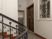 vstupní chodba u bytu a výtahu - Prodej bytu 2+1 v osobním vlastnictví 101 m², Praha 5 - Smíchov