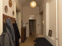 předsíň s průchodem do komory - Prodej bytu 2+1 v osobním vlastnictví 101 m², Praha 5 - Smíchov