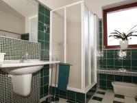 koupelna přízemí - Prodej domu v osobním vlastnictví 330 m², Měšice