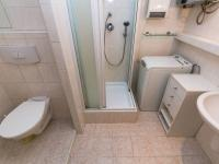 koupelna  - Prodej bytu 3+1 v družstevním vlastnictví 76 m², Mníšek pod Brdy