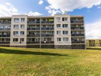 pohled na dům - Prodej bytu 3+1 v družstevním vlastnictví 76 m², Mníšek pod Brdy