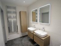 koupelna s 2 umyvadly - Prodej bytu 4+kk v osobním vlastnictví 99 m², Praha 5 - Stodůlky