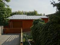 vjezd do garáže a vstup do domu - Prodej domu v osobním vlastnictví 220 m², Praha 10 - Kolovraty