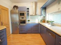 kuchyně se spíží - Prodej domu v osobním vlastnictví 220 m², Praha 10 - Kolovraty