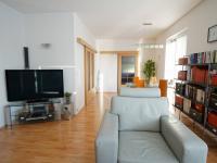 obývací pokoj - Prodej domu v osobním vlastnictví 220 m², Praha 10 - Kolovraty