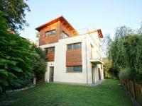 pohled na dům ze zahrady - Prodej domu v osobním vlastnictví 220 m², Praha 10 - Kolovraty