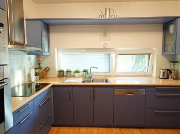 kuchyně - Prodej domu v osobním vlastnictví 220 m², Praha 10 - Kolovraty