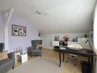 2.N.P. ložnice s pracovnou - Prodej domu v osobním vlastnictví 280 m², Holubice