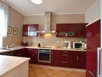 1.N.P. kuchyně - Prodej domu v osobním vlastnictví 280 m², Holubice