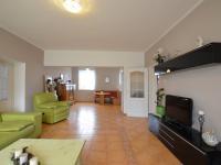 1.N.P. obývací místnost s krbem - Prodej domu v osobním vlastnictví 280 m², Holubice