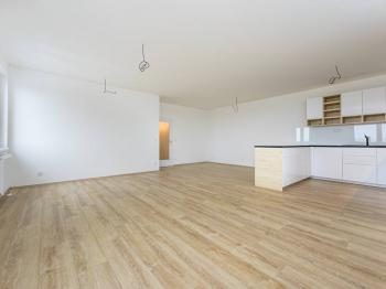obývací pokoj s kuchyňským koutem - Pronájem bytu 3+kk v osobním vlastnictví 105 m², Praha 3 - Strašnice