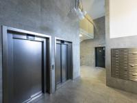 vstupní chodba domu - Pronájem bytu 3+kk v osobním vlastnictví 105 m², Praha 3 - Strašnice