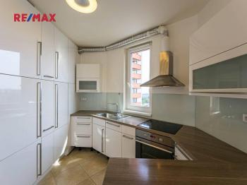 obývací pokoj s kuchyňským koutem - Prodej bytu 3+kk v osobním vlastnictví 92 m², Praha 5 - Stodůlky