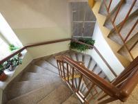schodiště - Pronájem bytu 2+kk v osobním vlastnictví 42 m², Praha 1 - Nové Město