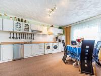 Kuchyň - podkroví (Prodej domu v osobním vlastnictví 300 m², Benecko)