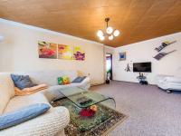 Obývací pokoj - podkroví (Prodej domu v osobním vlastnictví 300 m², Benecko)