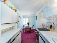 Kuchyň - přízemí (Prodej domu v osobním vlastnictví 300 m², Benecko)