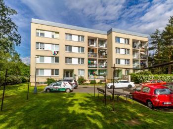 Vstup do domu - Prodej bytu 3+1 v osobním vlastnictví 61 m², Praha 4 - Lhotka