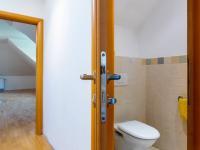 WC v 2. NP - Prodej domu v osobním vlastnictví 223 m², Libeř