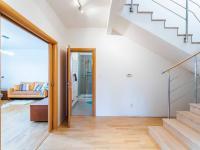 Hala v 1. NP - Prodej domu v osobním vlastnictví 223 m², Libeř