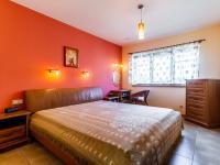 B Ložnice - Prodej domu v osobním vlastnictví 241 m², Psáry