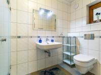B Koupelna vlevo - Prodej domu v osobním vlastnictví 241 m², Psáry