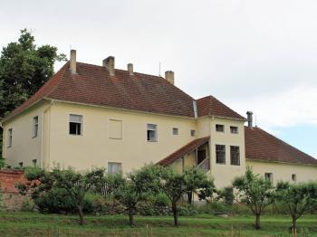 Pohled ze severozápadu - Prodej domu v osobním vlastnictví 200 m², Libníč