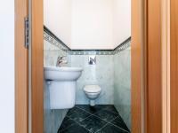 WC 2. NP - Prodej bytu 6+kk v osobním vlastnictví 214 m², Dolní Břežany