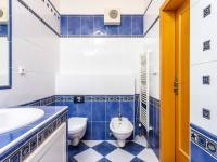 Koupelna 3. NP - Prodej bytu 6+kk v osobním vlastnictví 214 m², Dolní Břežany