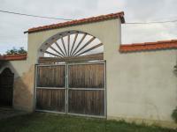 Brána ze dvora (Prodej domu v osobním vlastnictví 500 m², Lipovec)