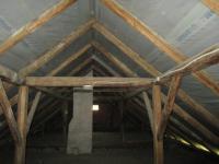 Půda hlevní budovy, nová střecha (Prodej domu v osobním vlastnictví 500 m², Lipovec)