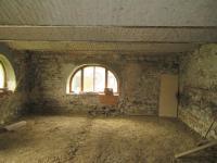 Vnitřní prostory připravené k dokončení (Prodej domu v osobním vlastnictví 500 m², Lipovec)