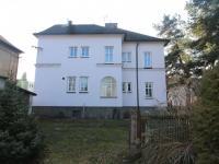 Pohled na dům zezadu (Prodej bytu 3+1 v osobním vlastnictví 174 m², Svitavy)