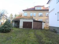 Garáže a kůlna (Prodej bytu 3+1 v osobním vlastnictví 174 m², Svitavy)