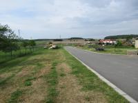 Zpevněná venkovní plocha s příjezdem pro nákladní dopravu (Pronájem komerčního objektu 4652 m², Blešno)