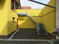 Sklady s využitelným půdním prostorem (Pronájem komerčního objektu 4652 m², Blešno)