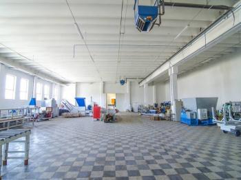 Prodej komerčního objektu 17615 m², Jinín