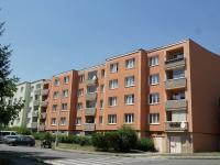 Pohled na dům z jihu (Prodej bytu 4+1 v osobním vlastnictví 94 m², Praha 5 - Zličín)