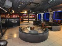 Hlavní prostor, pohled k baru (Pronájem restaurace 125 m², Praha 5 - Smíchov)
