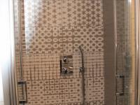 sprcha (Prodej bytu 1+kk v osobním vlastnictví 36 m², Praha 9 - Vysočany)