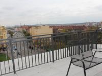 terasa (Prodej bytu 1+kk v osobním vlastnictví 36 m², Praha 9 - Vysočany)